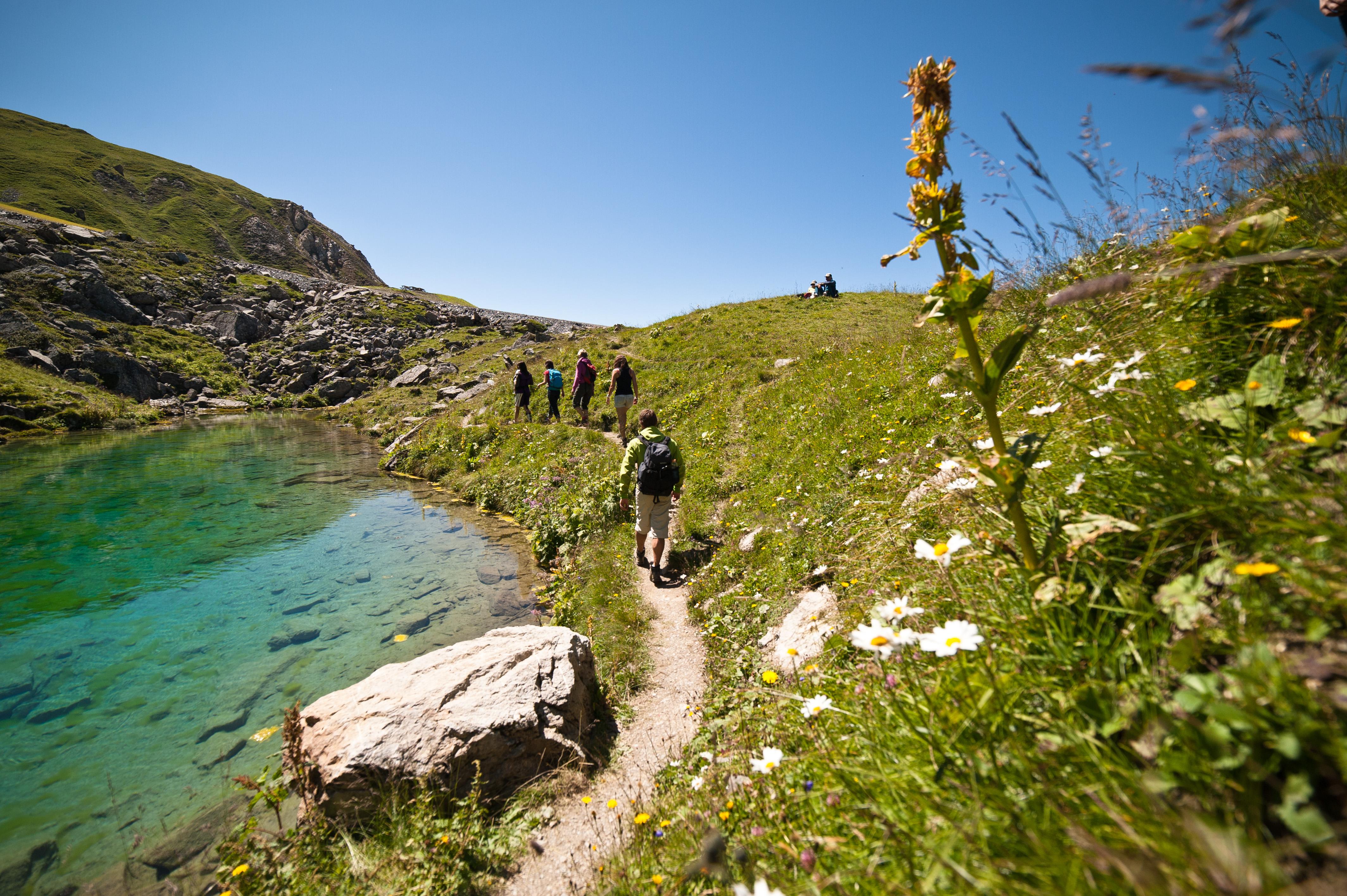 Le lac bleu et le lac blanc maurienne tourisme - Office du tourisme st francois longchamp ...